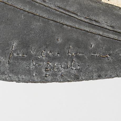 Malja, kivitavaraa, signeerattu ja päivätty 2000.