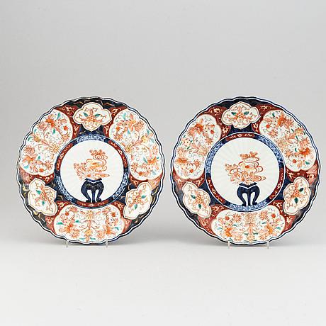 A pair of 19th century japanese imari dishes.