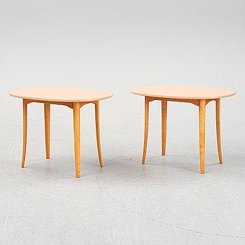"""Carl Malmsten, sidobord, ett par, """"Ovalen"""", Carl Löfving & Söner, Tibro, 1900-talets slut."""