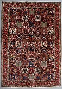A carpet, Old Bakthiari, ca 336 x 228 cm.