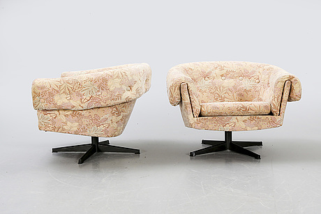 A pair of 1960/70s swivel chairs.