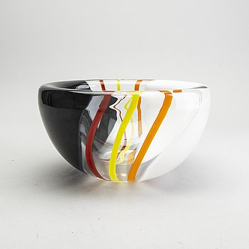 Erik Höglund, a signed and numbered glass bowl from Strömbergshyttan.