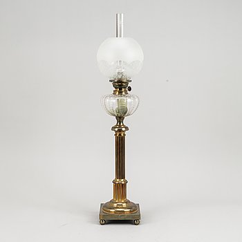 A early 20th century brass paraffin lamp.