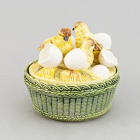 Egg basket, fiance, first half 1900's.