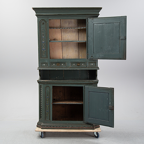 A painted cabinet from hälsingland, possibly from the first half of the 19th century.