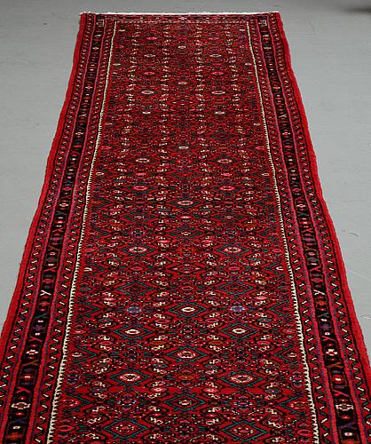 A runner, hosenabad, ca 613 x 83 cm.