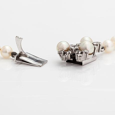A tillander, a cultured akoya pearl collier with brilliant cut diamonds ca. 1.10 ct in total. helsinki 1975.