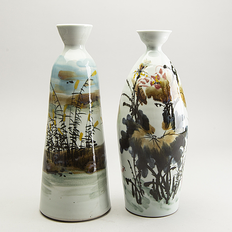 A set of two japanese porcelain vases, later part of the 20th century.
