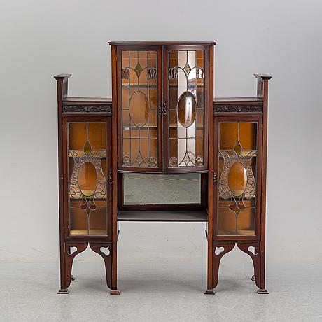 An art noveau vitrine cabinet, early 20th century.