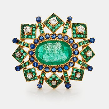 An 18K gold brooch set with an oval emerald and old cut diamonds.