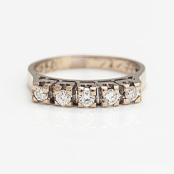 An 18K gold ring with diamonds ca. 0.34 ct in total according to engraving.