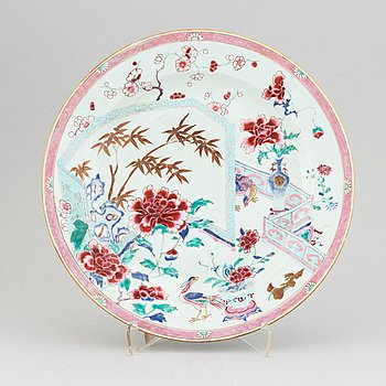 A large famille rose export porcelain dish, Qing dynasty, Yongzheng.