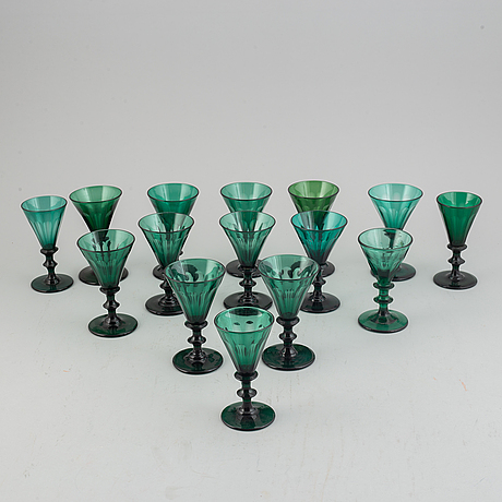 A set of 12+3 late 19th century wine glasses.