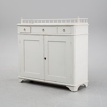 A white painted sideboard from the late 19th century.