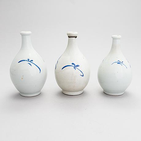 Sakeflaskor, 7 st, keramik, japan 1900-talets första hälft.
