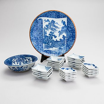 A dish, a bowl and 24 small bowls in blue and white porcelain, 20th Century.
