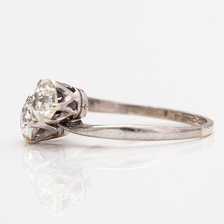 An 18k white gold ring with old-cut diamonds ca. 0.90 ct in total. import marked westerback, helsinki 1974.