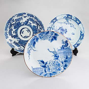 Three large dishes, from the early and the first half of the 20th century.