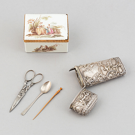 An enamel box, 18th century, and a silver-plates case, 18th/19th century.