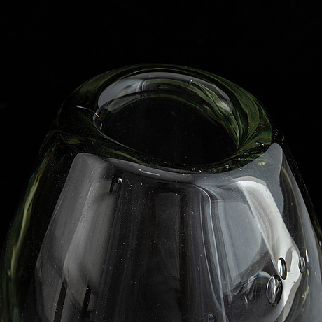 A glass vase by gunnel nyman, nuutajärvi notsjö, signed and dated -52.