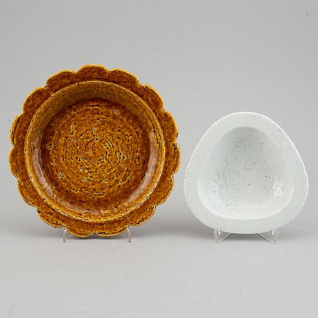 Gunnar nylund, four stoneware dishes for rörstrand, sweden.