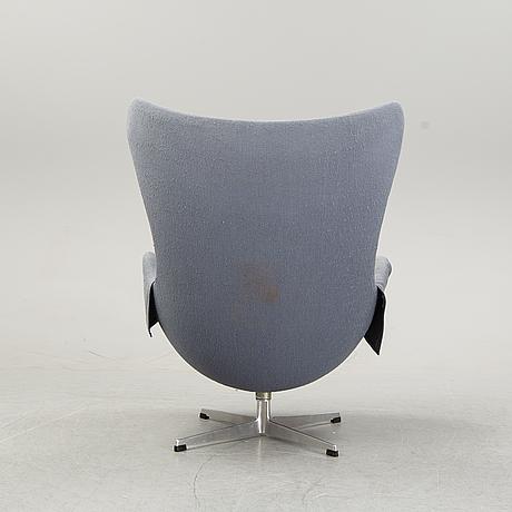 An 'egg chair' by arne jacobsen for fritz hansen, designed 1958.
