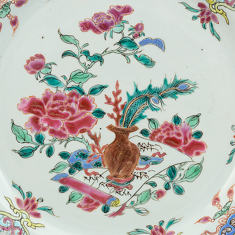 A set of 8 famille rose dinner plates, qing dynasty, qianlong (1736-95).