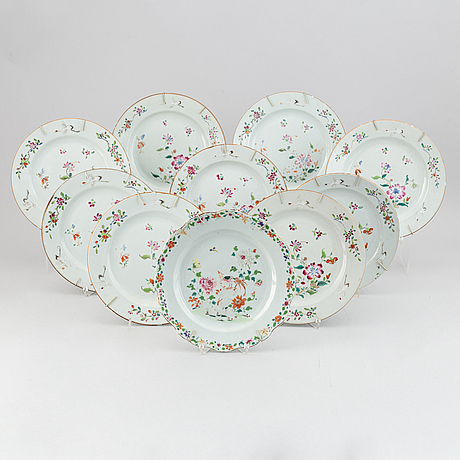 A set of 10 (9+1) famille rose dinner plates, qing dynasty, qianlong (1736-95).