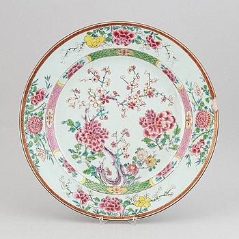 A famille rose dish, Qing dynasty, Yongzheng (1723-35).