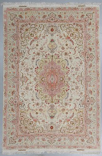 A carpet, tabriz, part silk, ca 295 x 200 cm.