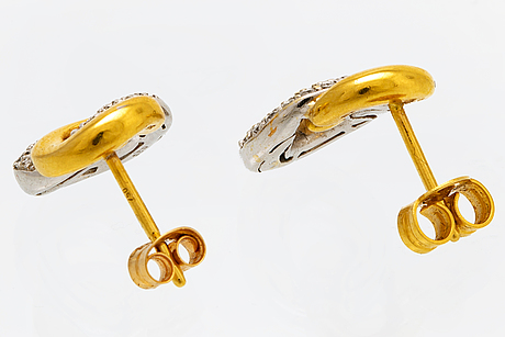 Earrings 18k gold and whitegold and gold brilliant-cut diamonds approx 0,50 ct w/si.