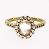 Ring 14k gold with morganite and brilliant-cut diamonds.