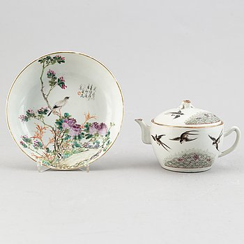 A Chinese porcelain teapot and a bowl mark of Guangxu, 20th century.
