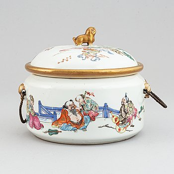 A famille rose tureen with cover and inlay, Qing dynasty, late 19th century.