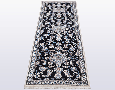Gallerimatta, nain, part silk, ca 300 x 77 cm.
