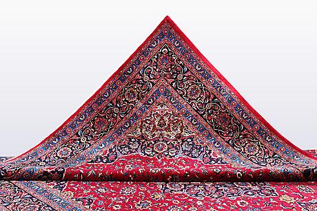 A carpet, kashan, ca 395 x 295 cm.