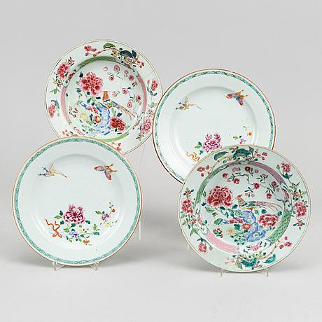 Tallrikar, fyra stycken, (2+2), kompaniporslin. qingdynastin, qianlong (1736-95).