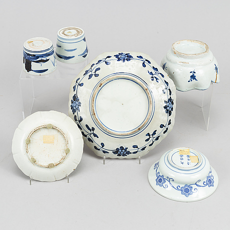 A group of japanese porcelain, 18th-20th century. (6 pieces).