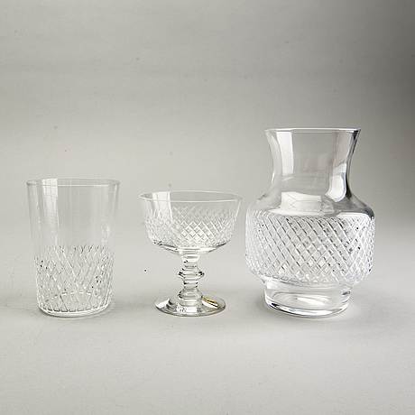 A vicke lindstrand 48 pcs diamant glass service kosta later part of 20th century.