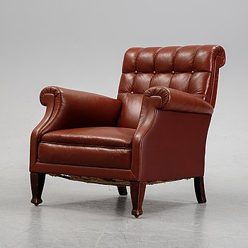 A 20th Century leather upholstered easy chair.