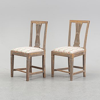 A pair of painted Gustavian chairs, circa 1800.