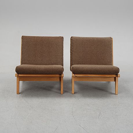 Hans j wegner, a pair of oak easy chairs model 'ge-370', getama, denmark, second half of the 20th century.