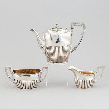 Kaffekanna, gräddkanna samt sockerskål, silver, empirestil, bl a Hanna Persson, Kristianstad 1919.
