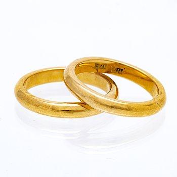 2 weddingbands 18K gold, 11,8 g, width approx 3 mm.