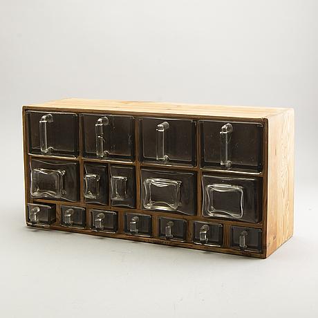 Spice rack reda, 1940/50s.