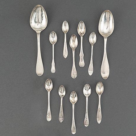 Skedar, 12 st olika, silver. sverige, 1700-/1800-tal.  bl a anders ulrik grönberg, härnösand 1819.  vikt c:a 110 gram.