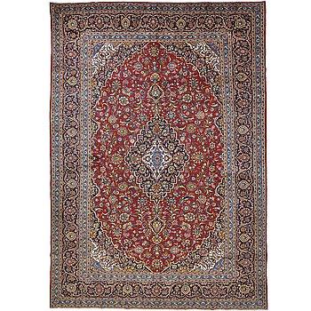 A carpet, Kashan, ca 425 x 295 cm.