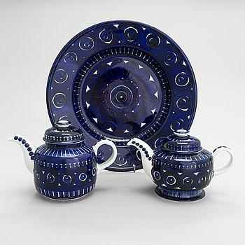 Ulla Procopé, two ceramic teapots and a dish Arabia Finland.