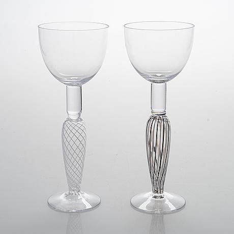 """Brita flander, glas på fot, 2 st, ur serierna """"naiset"""" och """"veljekset"""" för marimekko, jl-lasi, riihimäki 1990-2000-tal."""