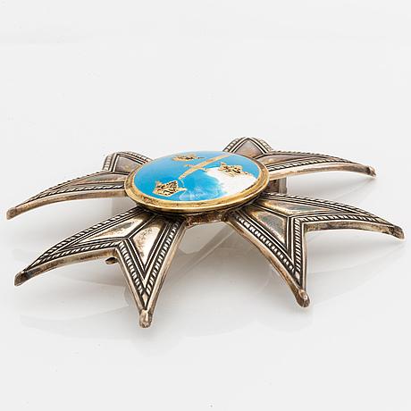 Svärdsorden, kommedörsset med halskors i 18 k guld och kraschan .